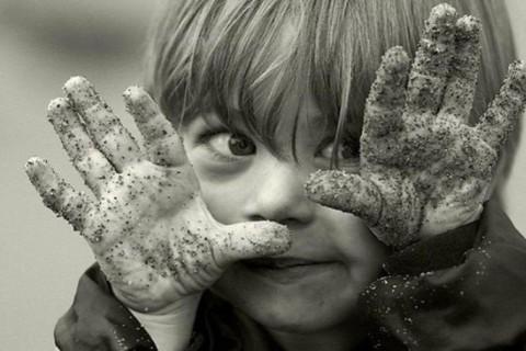 Ученые заявили, что стерильная чистота в доме опасна для детей