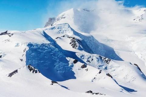 Ученые нашли под льдами Антарктиды гигантские долины