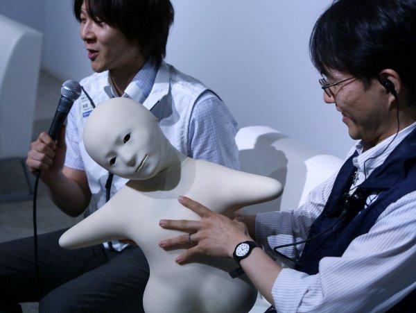 Старшее поколение Японии оказалось в руках роботов