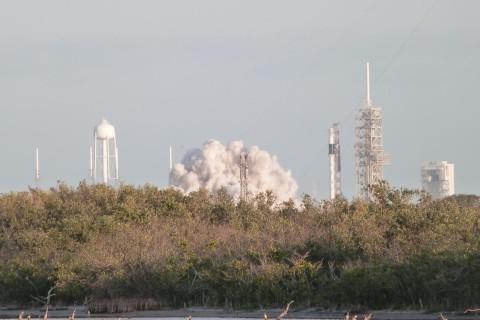 SpaceX за минуту до старта отменила запуск новой Falcon-9