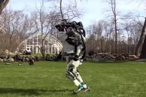Boston Dynamics показали на видео гуляющих роботов
