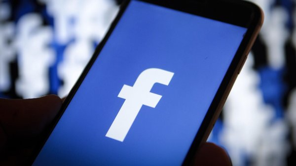 Европейские пользователи Facebook жалуются на проблемы в работе социальной сети