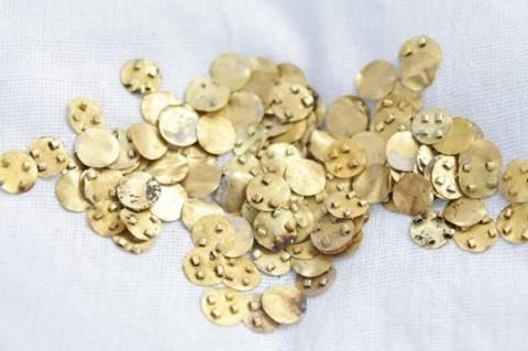 В Казахстане археологи обнаружили около 3 тыс.невероятных украшений из золота