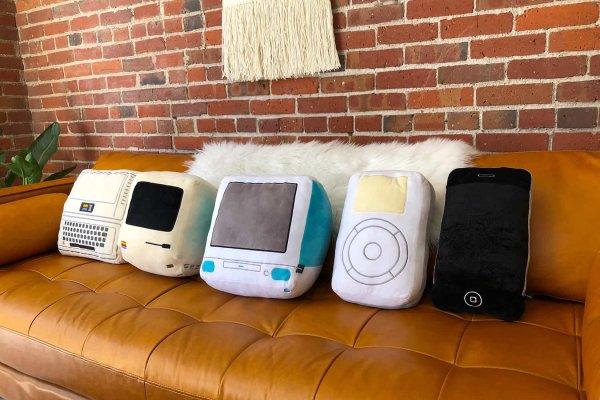 Throwboy создали подушки для поклонников техники Apple