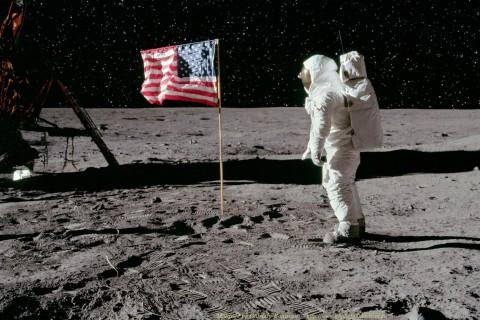 NASA выложило в открытый доступ 19 тыс. часов записи первой миссии на Луне
