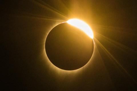 Смогут увидеть не все: названы страны, где будет видно солнечное затмение