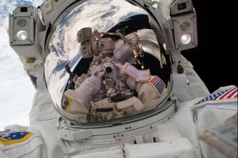 Астронавты NASA сыграли в теннис в невесомости