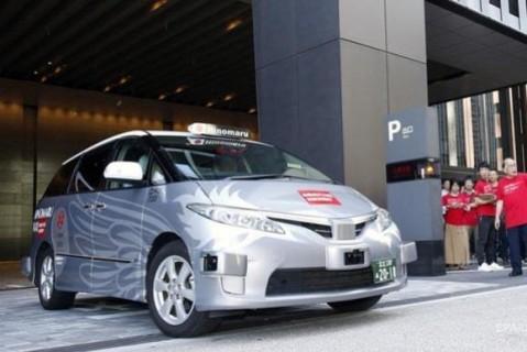 Улицами Токио начали ездить беспилотные такси