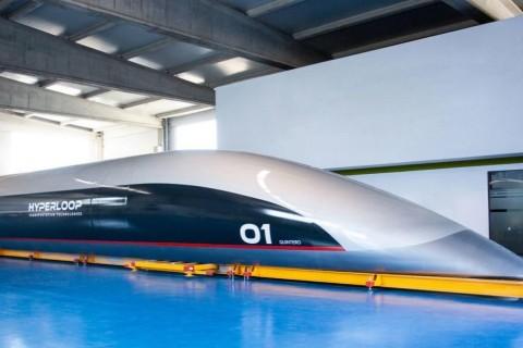 Первую в мире пассажирскую капсулу Hyperloop показали в Испании