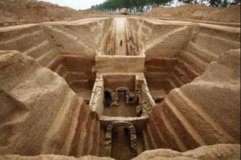 В Китае обнаружено более 200 гробниц доисторических времен