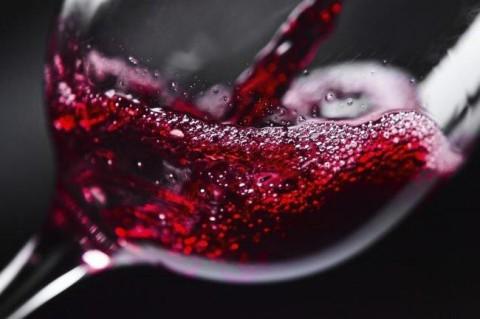 Ученые заявили, что красное вино замедляет старение мозга