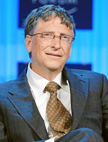 Билл Гейтс показал работающий без воды туалет на выставке в Китае