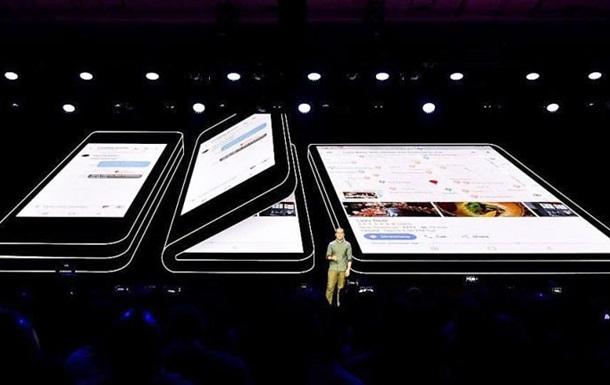 Samsung показал смартфон, который сгибается пополам