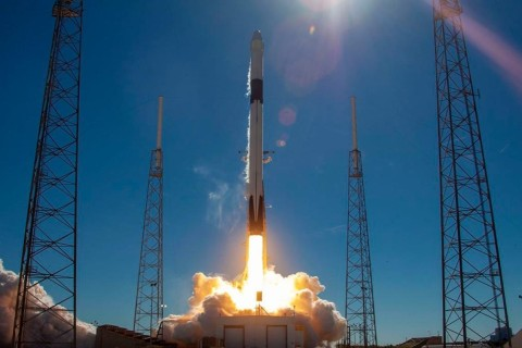 Из-за аварии первая ступень ракеты Falcon 9 упала в океан