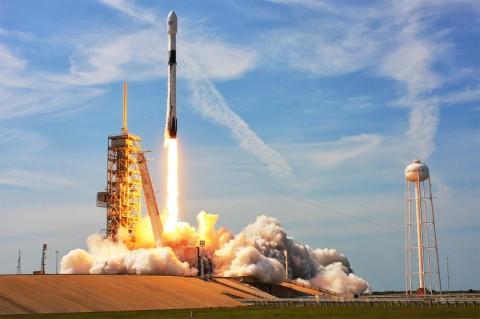 Falcon 9 запустили с пятой попытки