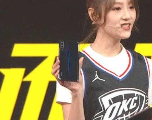 Эксперты: Гибкий смартфон Vivo iQOO получил тройную камеру