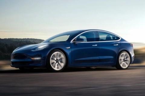 Илон Маск анонсировал выпуск электромобиля