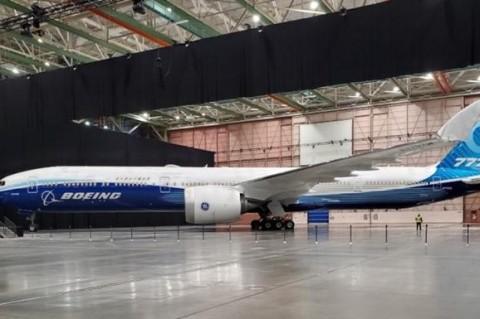 В Америке показали самый длинный самолет в мире