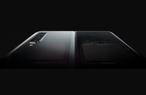 Дисплей Galaxy Fold ломается от поклейки защитной пленки: Массовые поломки гнущегося смартфона могут уничтожить Samsung