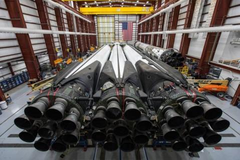SpaceX отложила коммерческий запуск Falcon Heavy