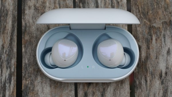 AirPods или Samsung: Эксперты назвали лучшие беспроводные наушники