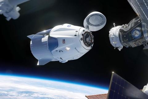 Грузовой корабль SpaceX совершил стыковку с МКС