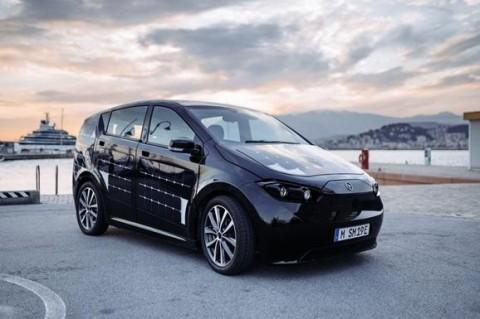 Немецкая компания выпустила первое в мире авто на солнечных батареях