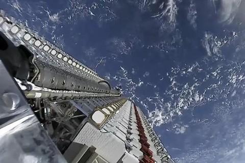 Астрономы предупредили о проблемах, которые могут возникнуть из-за 12 тысяч спутников Маска