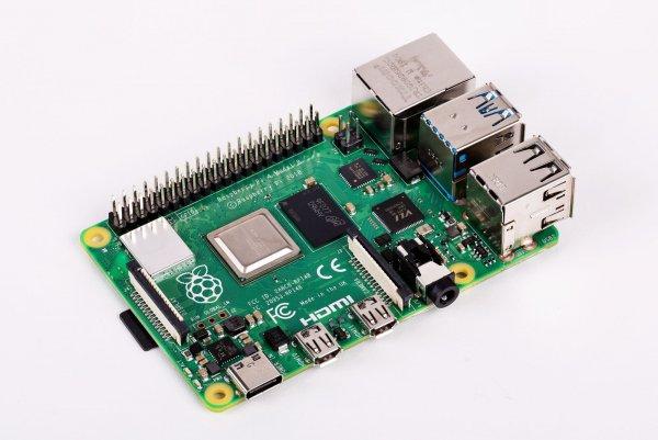 Raspberry выпускает новый компактный компьютер размером в кредитку