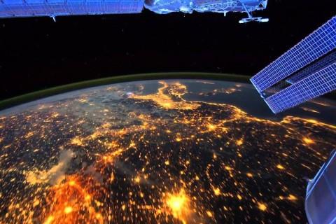 Астронавт запечатлел ночь на Земле из космоса