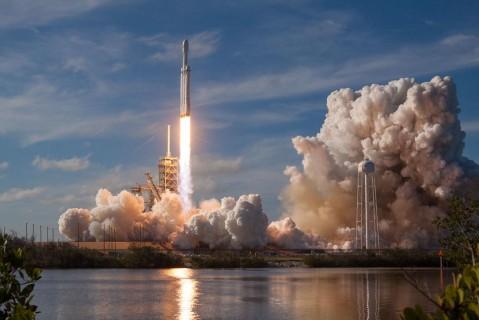 Часть новых спутников SpaceX потерялись в космосе