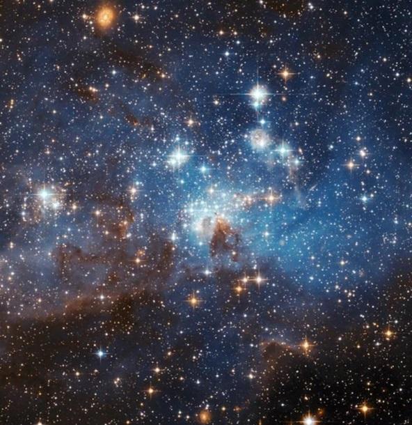 Hubble заснял скопление тысячи молодых звезд