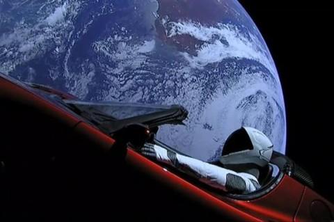 Tesla Roadster Маска облетела вокруг Солнца