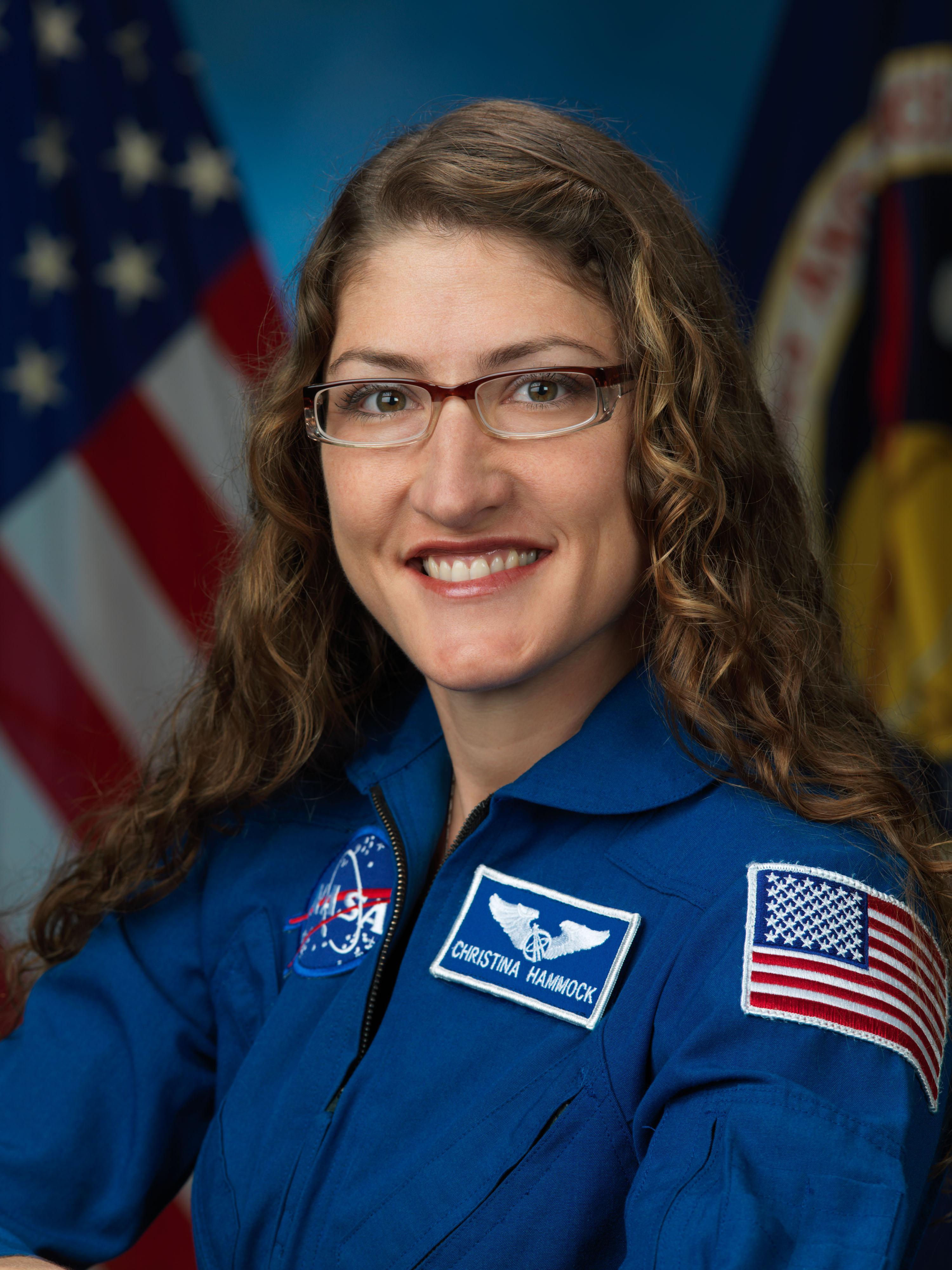 Впервые в истории две женщины вышли в открытый космос