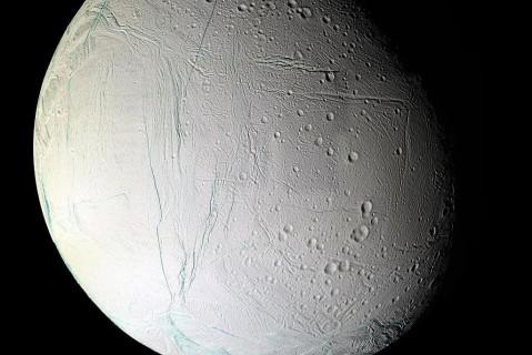 В NASA нашли признаки жизни на одном из спутников Сатурна