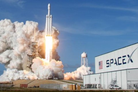 SpaceX запустит ракету с 60 спутниками для раздачи интернета