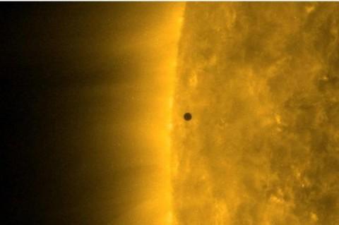В NASA показали видео транзита Меркурия перед Солнцем