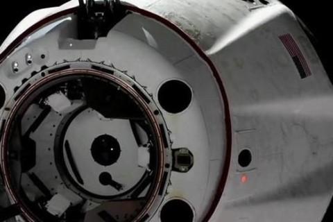 SpaceX провели испытания первого пассажирского космического корабля