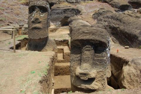 Археологи объяснили загадку каменных идолов на острове Пасхи