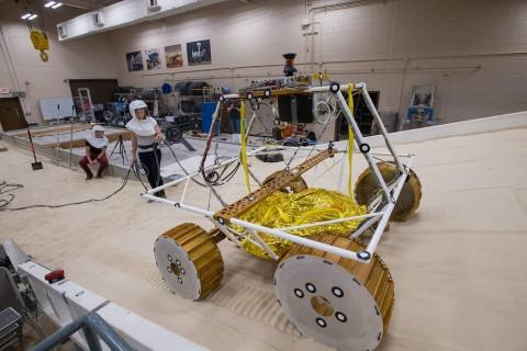 NASA провели первые тесты нового лунохода