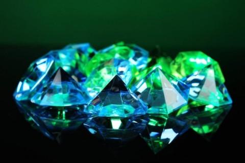 Ученым удалось сделать алмаз из нефти