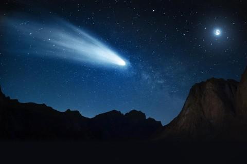 Самая яркая комета приближается к Солнцу