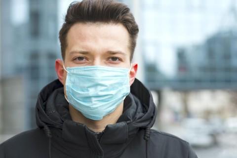 Ученые выяснили, сколько времени коронавирус остается на медицинских масках