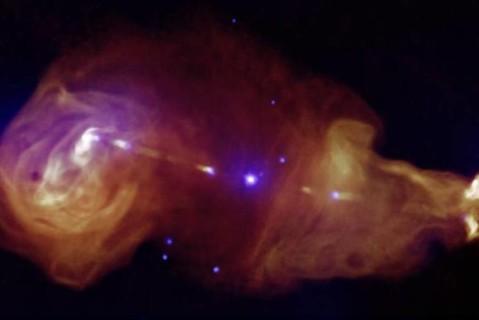 Астрономы впервые зарегистрировали слияние двух черных дыр разной массы