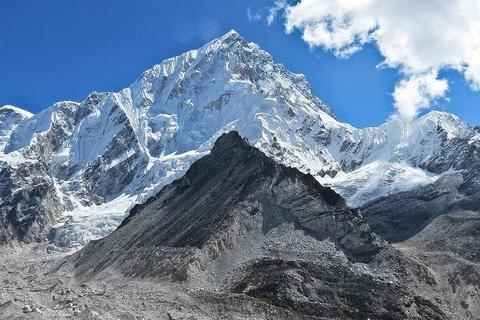 На вершине Эвереста запустили сигнал 5G