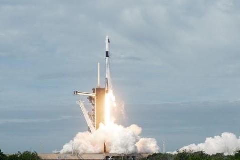 Компания Илона Маска вывела на орбиту еще одну группу спутников Starlink
