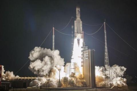 Французская ракета вывела на орбиту три космических аппарата