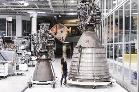 SpaceX провели огневые исследования двигателя Raptor Vacuum