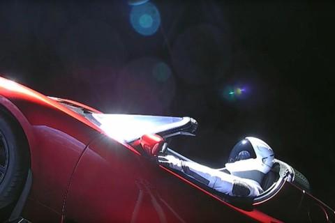 Отправленный в космос автомобиль Tesla пролетел рядом с Марсом