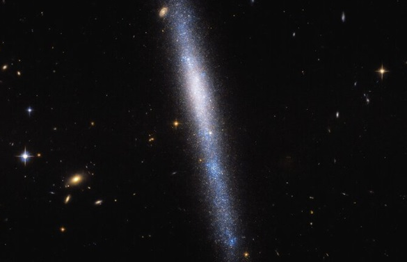 Hubble заснял галактику, похожую на звездный водопад